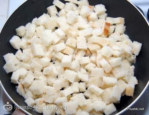 Салат с курицей с сыром с хлебными кубиками фото