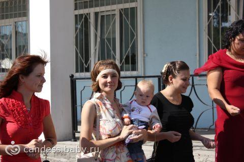 Попали на гулянку)))