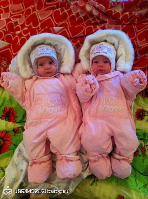 фото девочки двойняшки