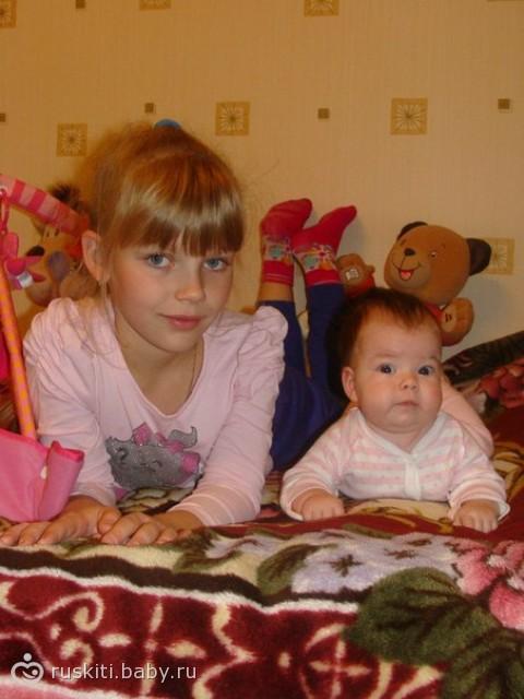 Две сестры :-) Блондинка и брюнетка