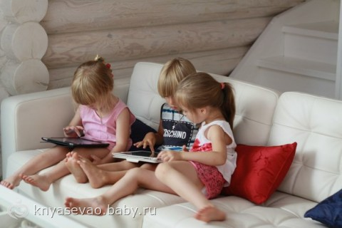 Любит ли Ваш ребенок играть в айпад?