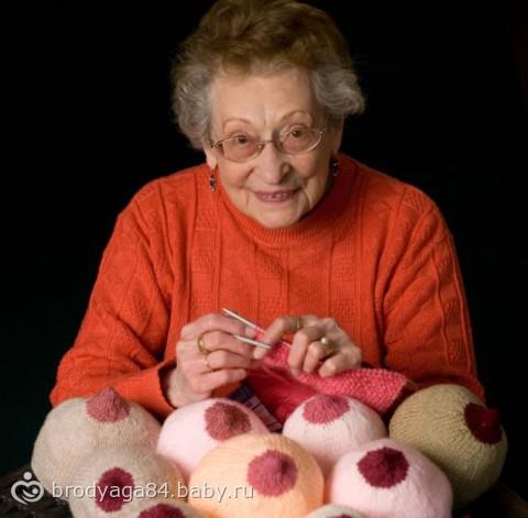 Вязаная грудь, созданная 91-летней пенсионеркой