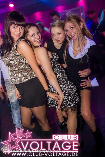 смотреть красивые русские девчонки трахаются в ночном клубе уже давно