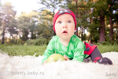 Небольшая фотопрогулка с божьей коровушкой)))