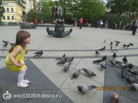 МАЛЫШ КОРМИТ ПТИЧЕК!!1 ГРУППА!!