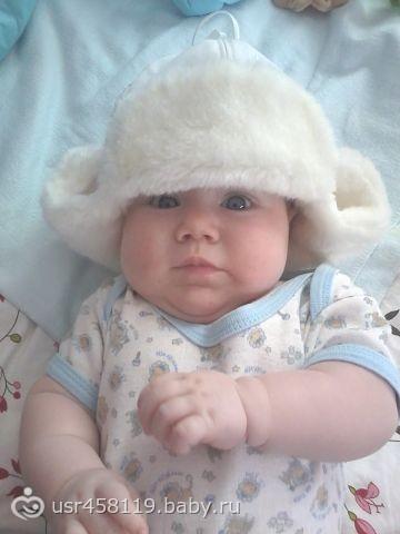 Шапку мама мне купила, чтобы ушки не замерзли!!!